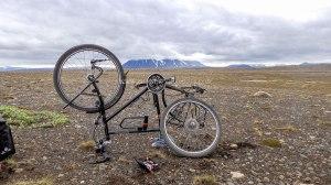 Islande à vélo 2014, crevaison sur la F35