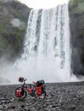 Islande à vélo, chute d'eau de Skogafoss