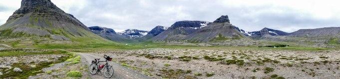 islande à vélo, à quelques kilomètres de Pingeyri en 2015