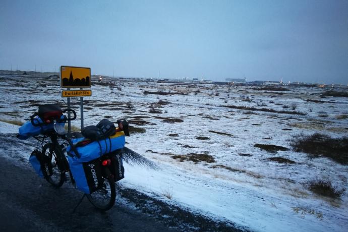 Arrivée à Porlakshofn, en Islande à vélo en hiver