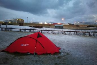 Campement de Grindavik, en Islande à vélo en hiver