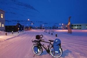 Centre de Seydisfjordur, en islande à vélo en hiver