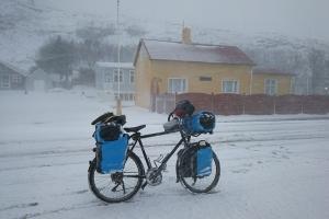 Centre du village de Vik, en Islande à vélo en hiver