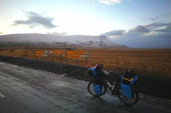 Début du contournement du Hvallfjordur, en islande à vélo en hiver