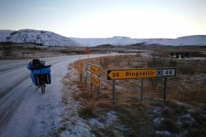 En direction de Pingvellir, en Islande à vélo en hiver