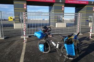 Embarquement pour l'Islande à vélo en hiver
