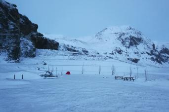 Camping à Vik, en Islande à vélo en hiver