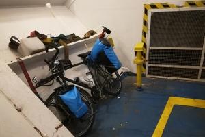 Dans le ferry, en Islande à vélo en hiver