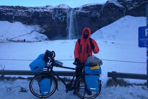 Chutes de Seljalandsfoss, en Islande à vélo en hiver