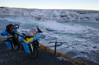 Cascade de Urridafoss, en islande à vélo en hiver