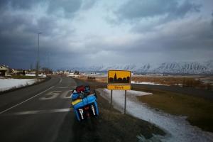 Entrée de Dalvik, en Islande à vélo en hiver