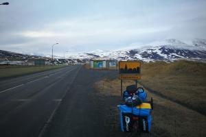 Entrée de saudarkrokur, en islande à vélo en hiver