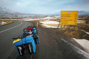 Entrée de la péninsule de Trollaskagi, en Islande à vélo en hiver