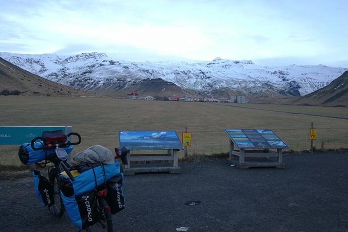 Au pied du volcan Eyjafjallajokull, en Islande à vélo en hiver