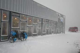 Icewear à la sortie de Vik, en islande à vélo en hiver