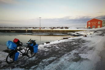 Port de Hvammstangi, en Islande à vélo en hiver