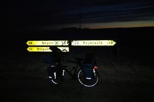 Route en direction de pingvellir, en islande à vélo en hiver
