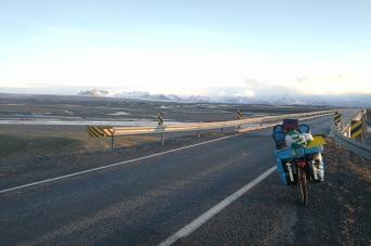 Arrivée sur le parc national de skaftafell, en Islande à vélo en hiver