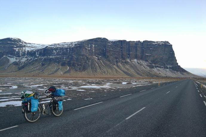 route numéro un, en islande à vélo en hiver