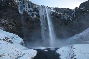 chutes d'eau de Seljalandsfoss, Islande à vélo en hiver