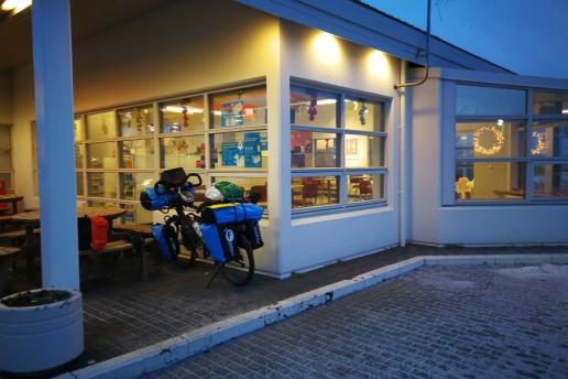 Station service de Saudarkrokur, islande à vélo en hiver