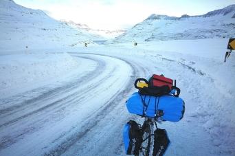 Islande à vélo sur la route nord en hiver