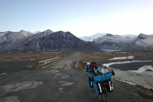 Entrée de la route direction Svinafellsjokull, Islande à vélo en hiver