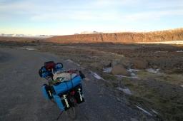 En bordure de la la route n°1 en islande à vélo en hiver