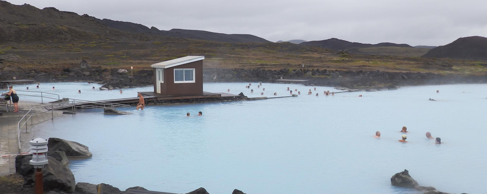 Vue sur le bain naturel de Myvatn, Islande à vélo