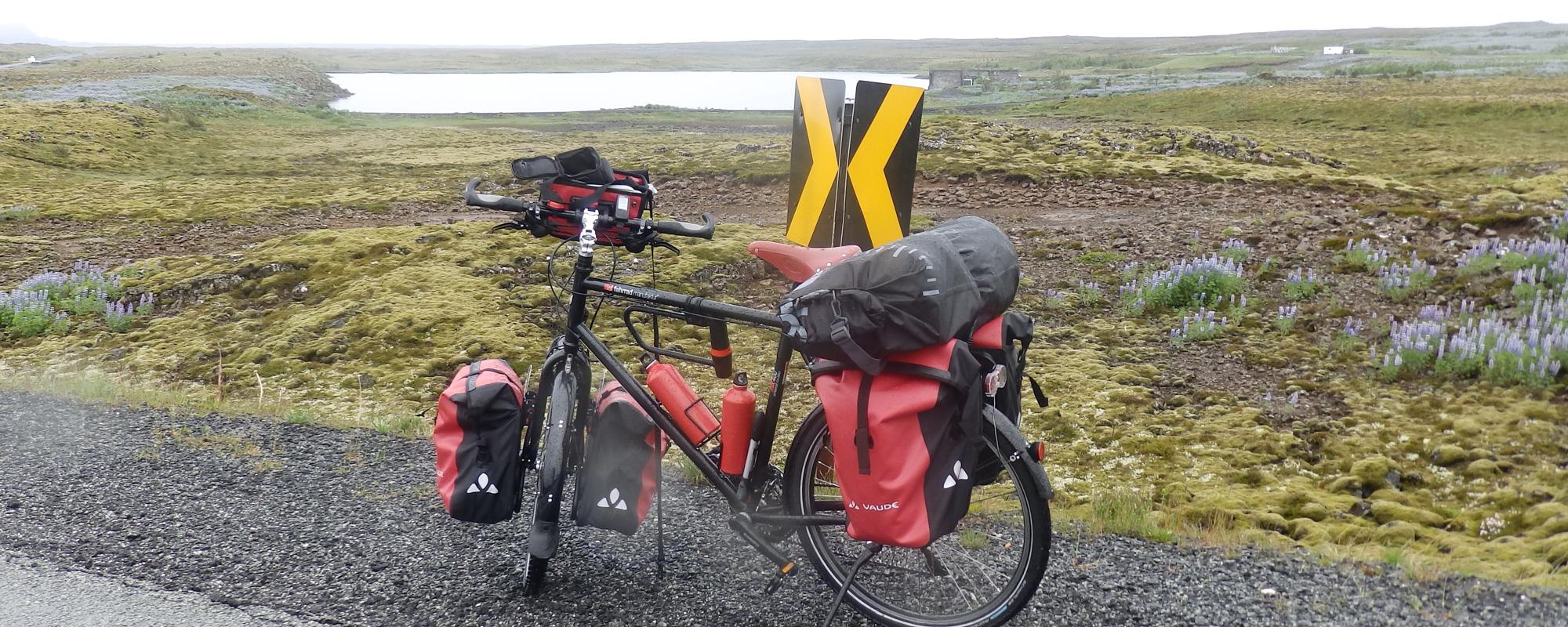 En Islande à vélo en 2014, quelques kilométres après le départ, en direction de Grindavik